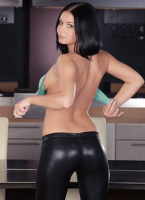 Free Teen Leather Porn Pictures