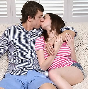 Free Teen Kissing Porn Pictures