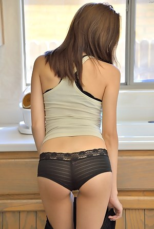 Free Teen Undressing Porn Pictures